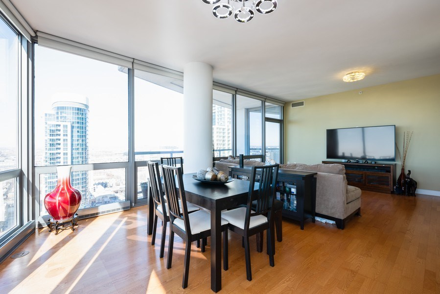 Real Estate Photography - 1235 S. Prairie Avenue, Unit 3105, Chicago, IL, 60605 - Dining Room