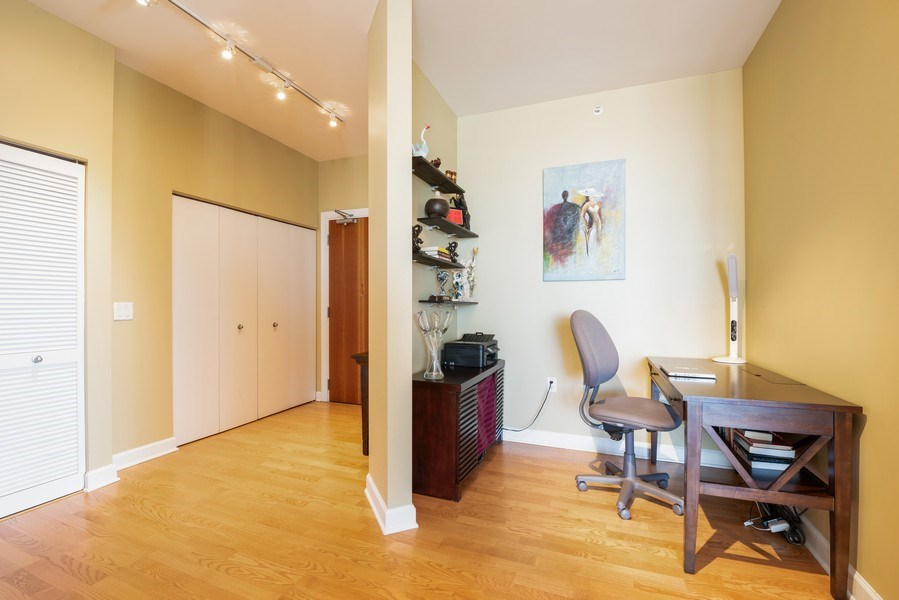 Real Estate Photography - 1235 S. Prairie Avenue, Unit 3105, Chicago, IL, 60605 - Office