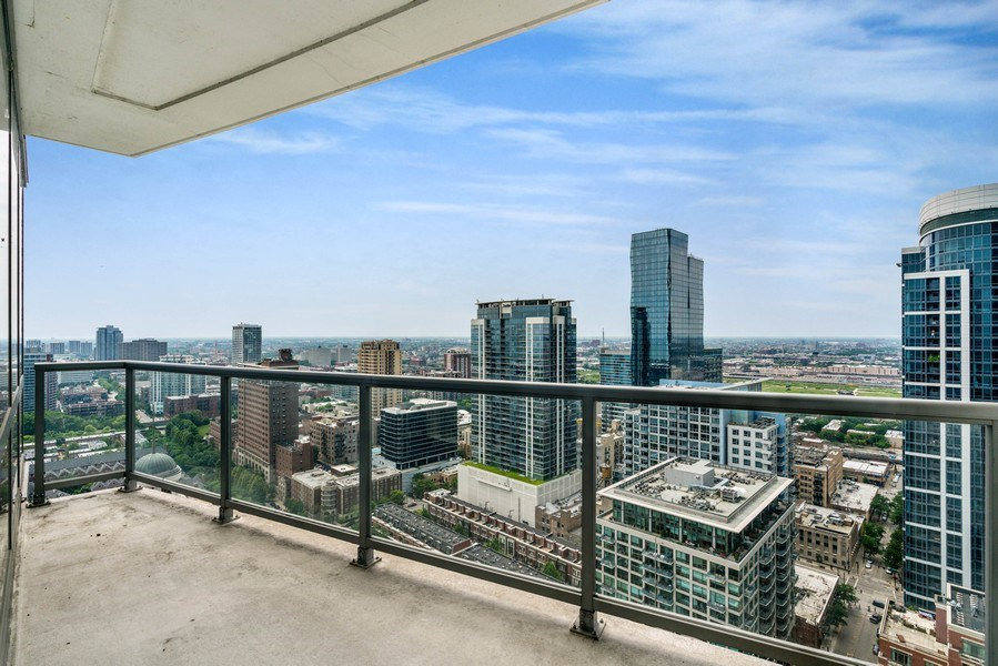 Real Estate Photography - 1235 S. Prairie Avenue, Unit 3105, Chicago, IL, 60605 - Balcony