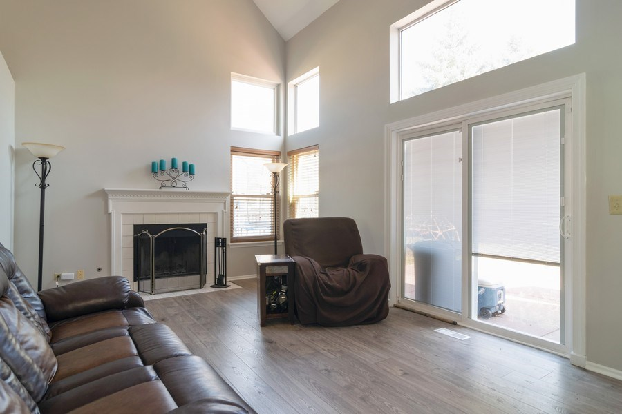 Real Estate Photography - 485 Harvard Lane, Bartlett, IL, 60103 - Living Room