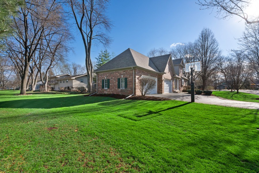 Real Estate Photography - 647 Plainfield Naperville Road, Naperville, IL, 60540 - Fabulous yard w/invisible pet fence system