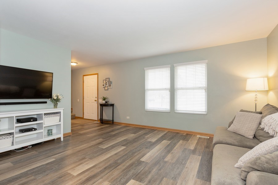 Real Estate Photography - 3811 Landings Road, Joliet, IL, 60431 - Living Room