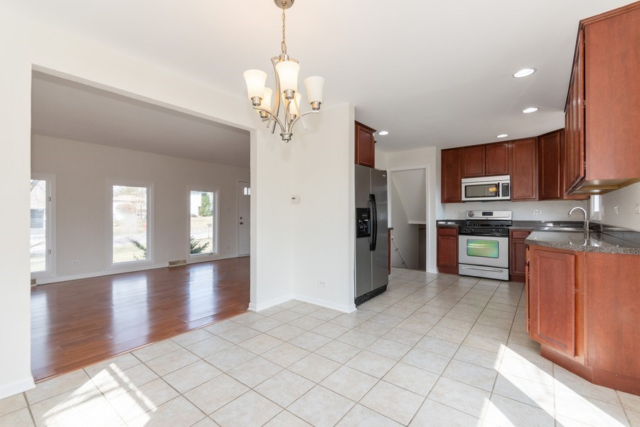 Real Estate Photography - 481 CHARLES Court, South Elgin, IL, 60177 - Kitchen
