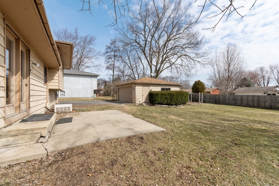 Real Estate Photography - 481 CHARLES Court, South Elgin, IL, 60177 - Back Yard