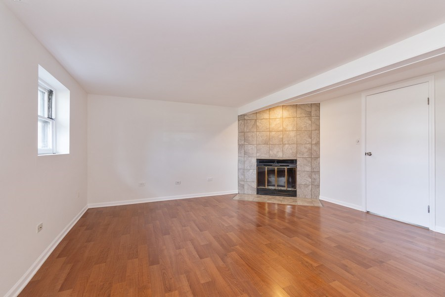 Real Estate Photography - 481 CHARLES Court, South Elgin, IL, 60177 - Family Room