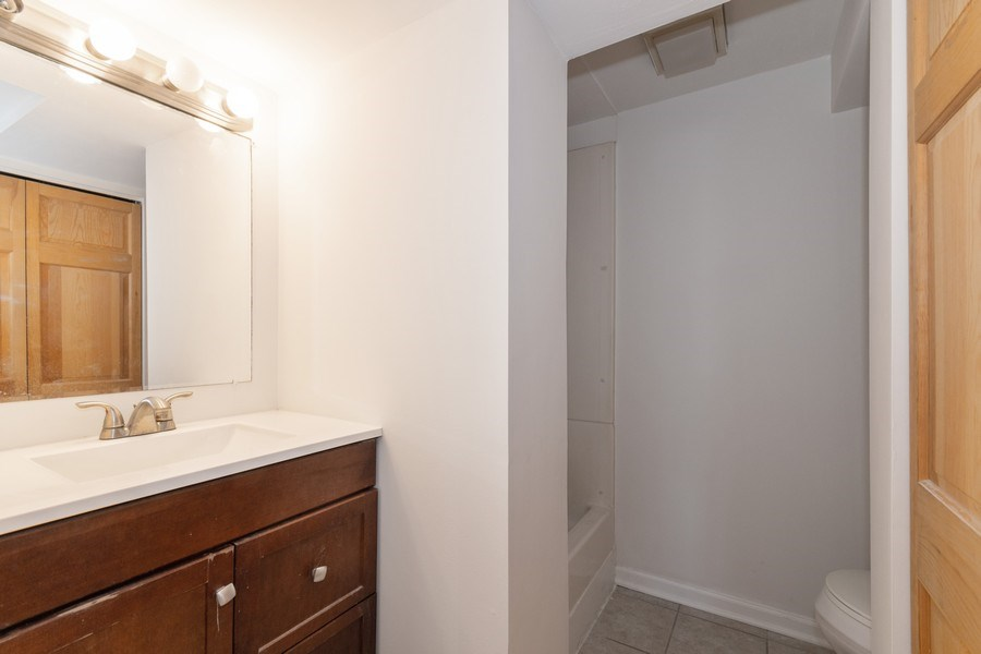 Real Estate Photography - 481 CHARLES Court, South Elgin, IL, 60177 - Bathroom