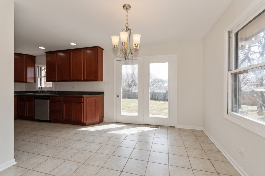 Real Estate Photography - 481 CHARLES Court, South Elgin, IL, 60177 - Breakfast Nook