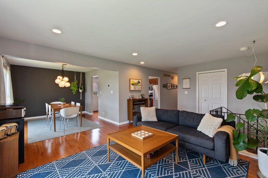 Real Estate Photography - 403 Oriole Street, Bloomingdale, IL, 60108 - Living Room