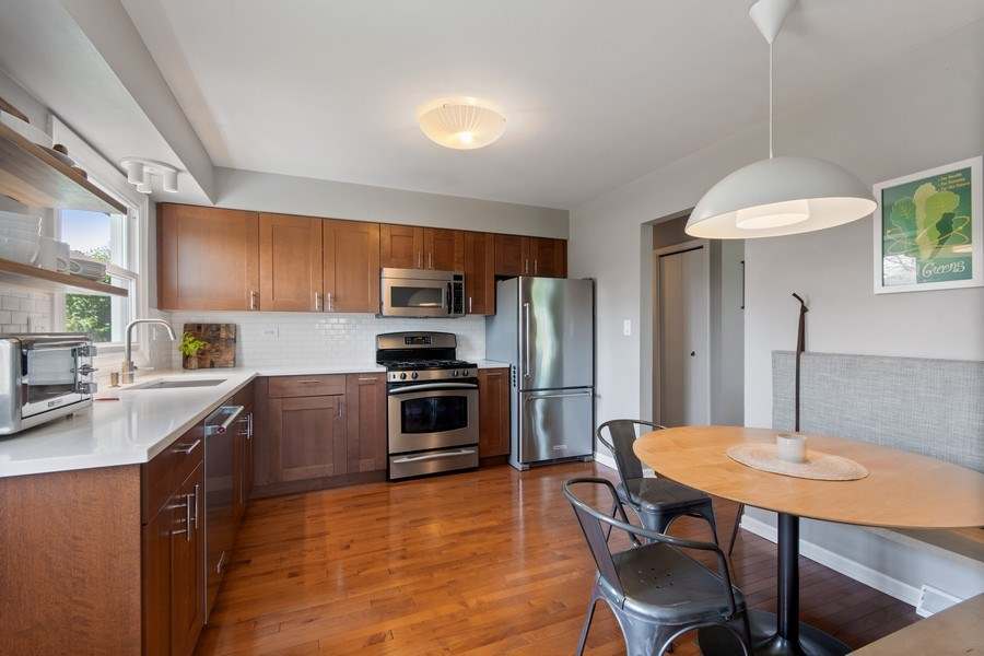 Real Estate Photography - 403 Oriole Street, Bloomingdale, IL, 60108 - Kitchen