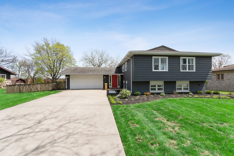 Real Estate Photography - 403 Oriole Street, Bloomingdale, IL, 60108 - Front View