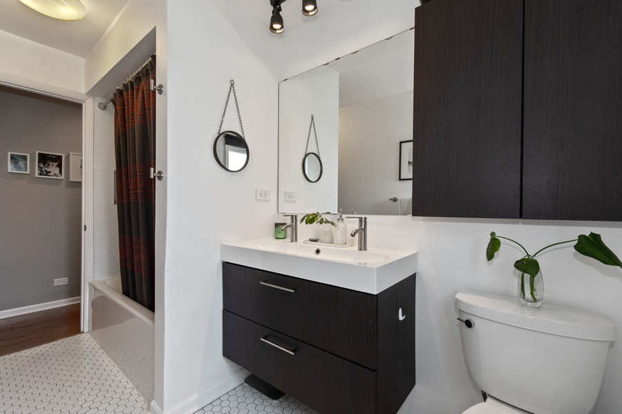 Real Estate Photography - 403 Oriole Street, Bloomingdale, IL, 60108 - 2nd Bathroom