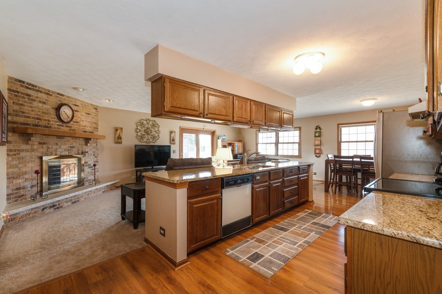 Real Estate Photography - 1225 Lynnfield Lane, Bartlett, IL, 60103 - Kitchen