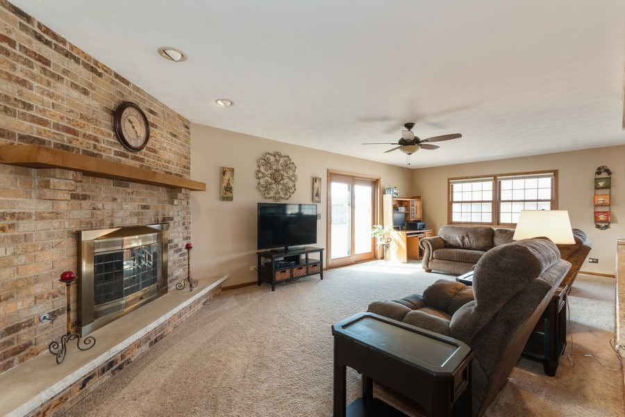 Real Estate Photography - 1225 Lynnfield Lane, Bartlett, IL, 60103 - Family Room