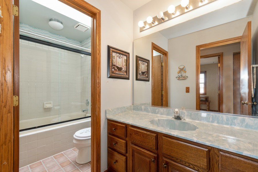 Real Estate Photography - 1225 Lynnfield Lane, Bartlett, IL, 60103 - Hall Bath