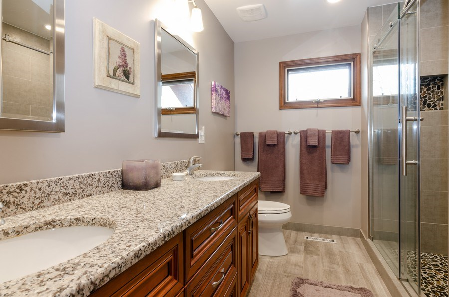 Real Estate Photography - 18N509 SLEEPY HOLLOW Lane, Dundee, IL, 60118 - Master Bathroom
