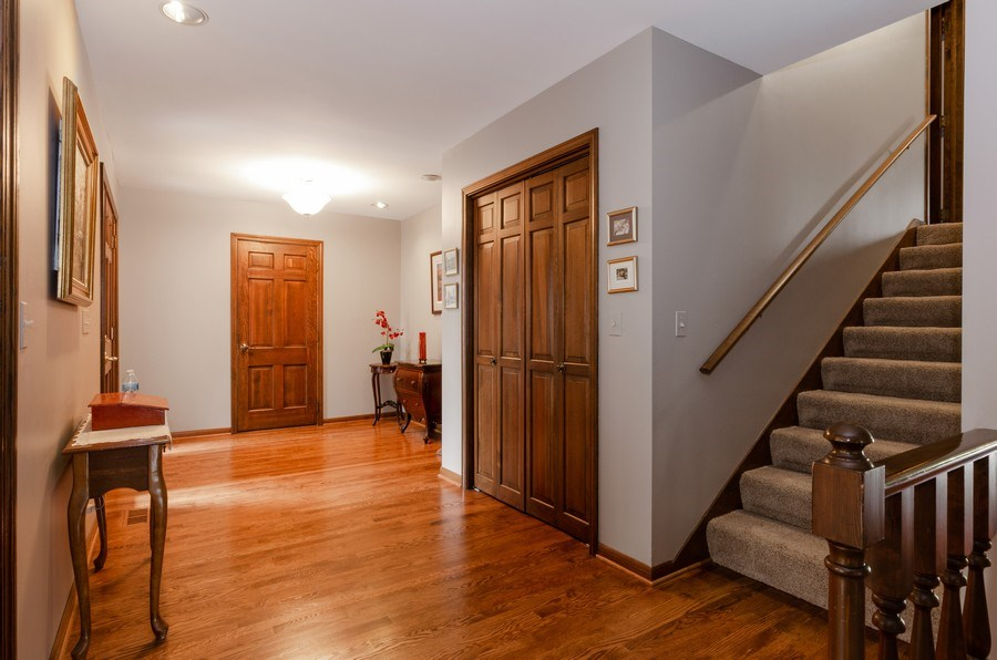 Real Estate Photography - 18N509 SLEEPY HOLLOW Lane, Dundee, IL, 60118 - Foyer