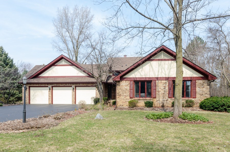 Real Estate Photography - 18N509 SLEEPY HOLLOW Lane, Dundee, IL, 60118 - Front View