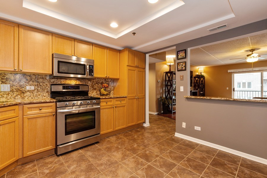 Real Estate Photography - 1330 Perry Street, Unit 406, Des Plaines, IL, 60016 - Kitchen