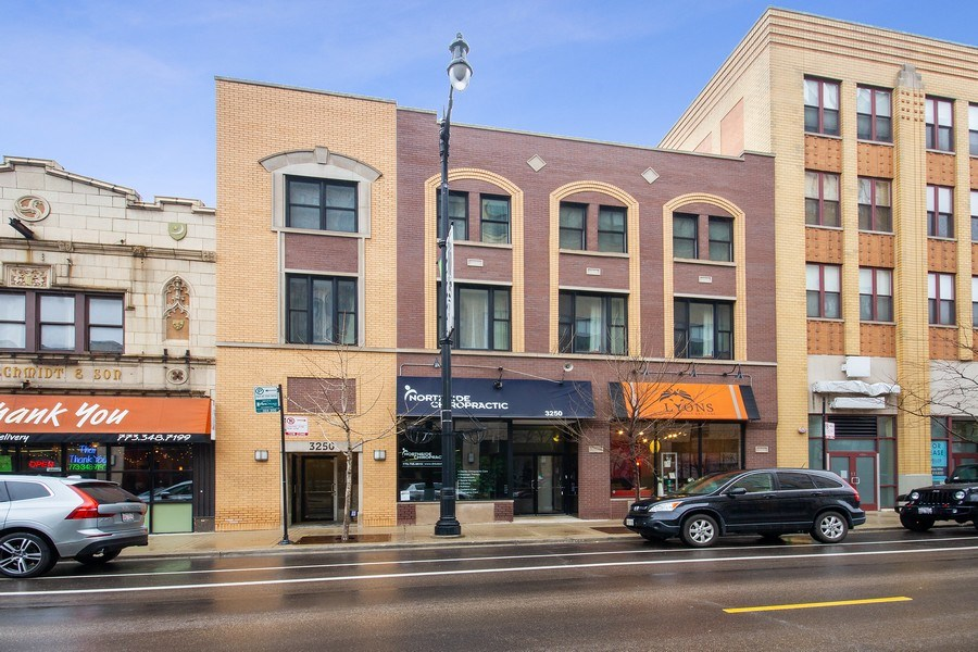 Real Estate Photography - 3250 N. Lincoln Avenue, Unit E, Chicago, IL, 60657 - Front View