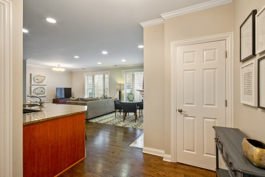 Real Estate Photography - 3250 N. Lincoln Avenue, Unit E, Chicago, IL, 60657 - Entryway