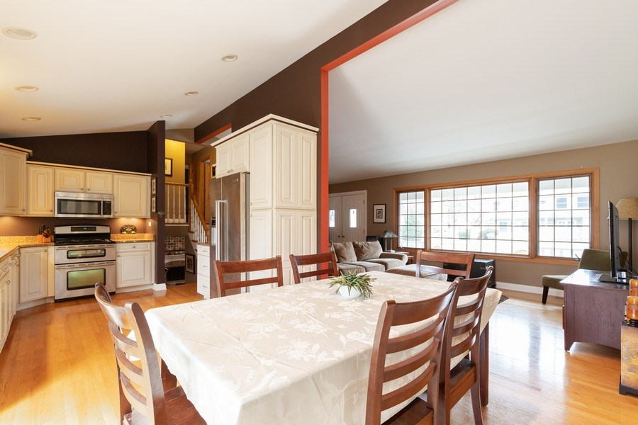Real Estate Photography - 705 S. Dymond Road, Libertyville, IL, 60048 - Dining Room