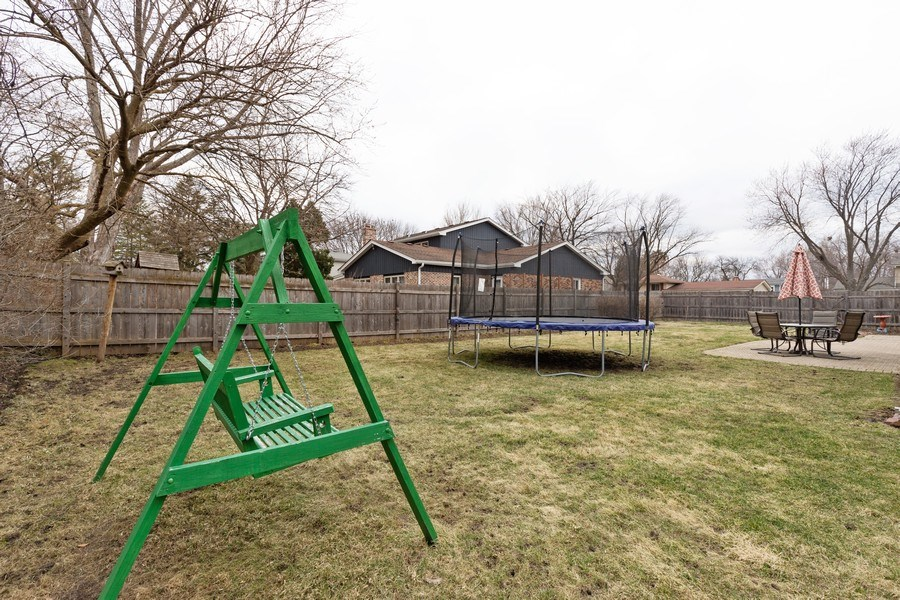 Real Estate Photography - 705 S. Dymond Road, Libertyville, IL, 60048 - Back Yard