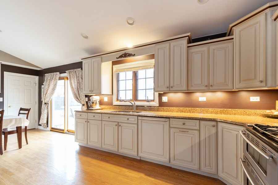 Real Estate Photography - 705 S. Dymond Road, Libertyville, IL, 60048 - Kitchen