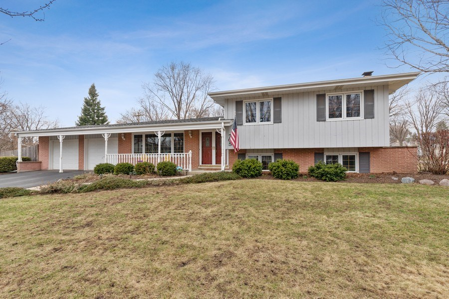 Real Estate Photography - 705 S. Dymond Road, Libertyville, IL, 60048 - Front View