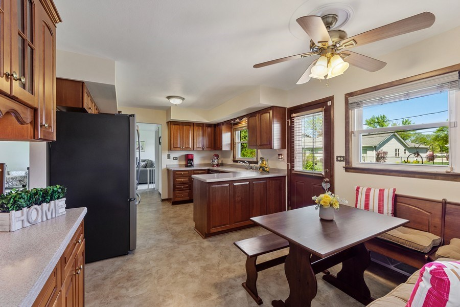 Real Estate Photography - 1931 N. Burke Drive, Arlington Heights, IL, 60004 - Kitchen / Breakfast Room