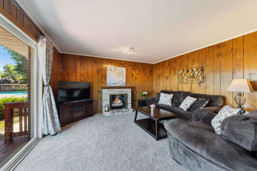 Real Estate Photography - 1931 N. Burke Drive, Arlington Heights, IL, 60004 - Family Room