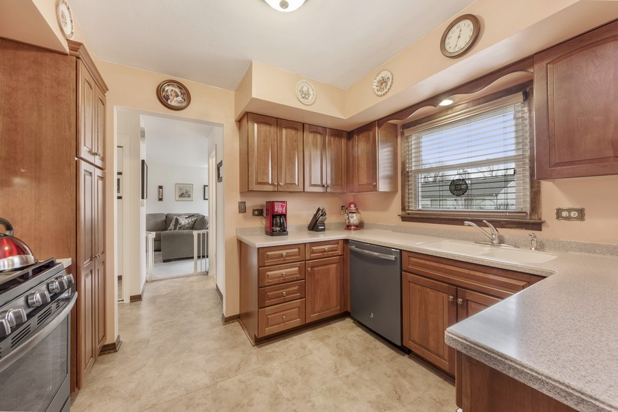 Real Estate Photography - 1931 N. Burke Drive, Arlington Heights, IL, 60004 - Kitchen