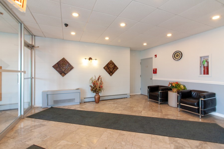 Real Estate Photography - 1043 S. YORK Road, Unit 510, Bensenville, IL, 60106 - Lobby