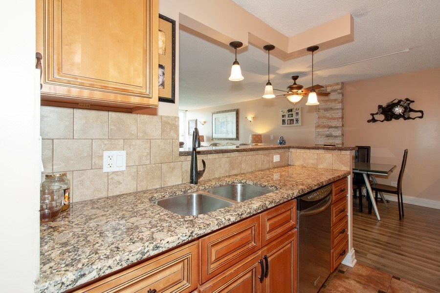 Real Estate Photography - 1043 S. YORK Road, Unit 510, Bensenville, IL, 60106 - Kitchen