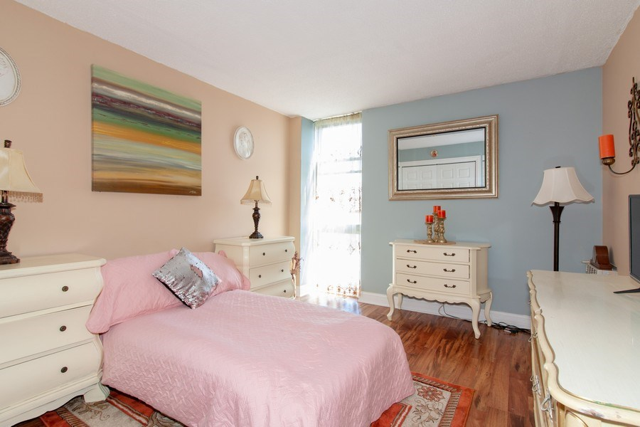Real Estate Photography - 1043 S. YORK Road, Unit 510, Bensenville, IL, 60106 - Bedroom