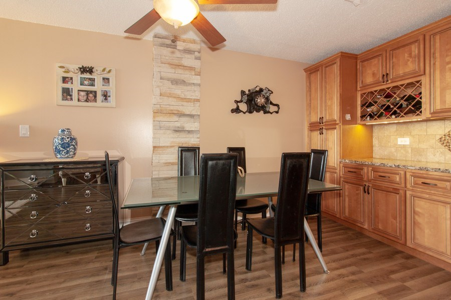 Real Estate Photography - 1043 S. YORK Road, Unit 510, Bensenville, IL, 60106 - Dining Area