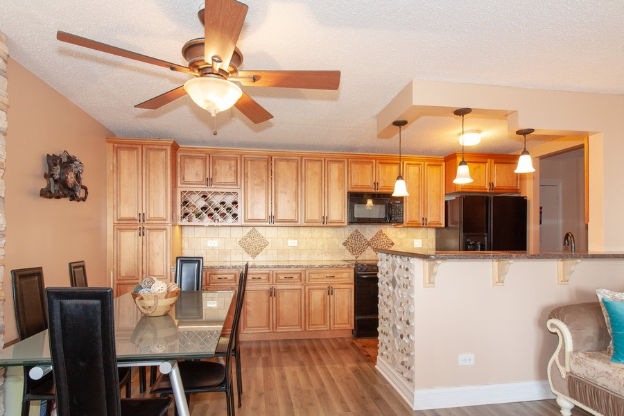 Real Estate Photography - 1043 S. YORK Road, Unit 510, Bensenville, IL, 60106 - Kitchen / Dining Room