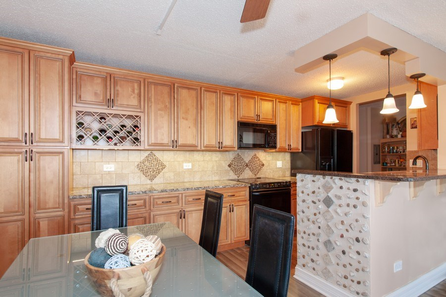 Real Estate Photography - 1043 S. YORK Road, Unit 510, Bensenville, IL, 60106 - Kitchen/Dining
