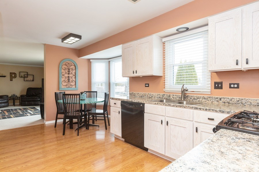 Real Estate Photography - 811 Providence Drive, Algonquin, IL, 60102 - Kitchen