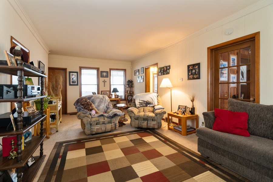 Real Estate Photography - 25608 Black Road, Shorewood, IL, 60404 - Living Room