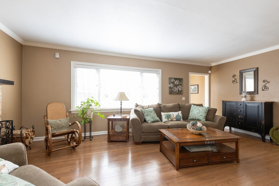 Real Estate Photography - 2929 W. Bonnie Brook Lane, Waukegan, IL, 60087 - Living Room