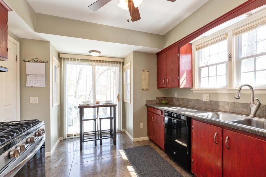 Real Estate Photography - 2929 W. Bonnie Brook Lane, Waukegan, IL, 60087 - Kitchen