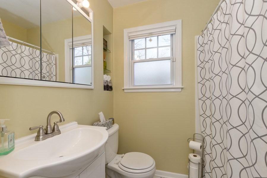 Real Estate Photography - 2929 W. Bonnie Brook Lane, Waukegan, IL, 60087 - Bathroom