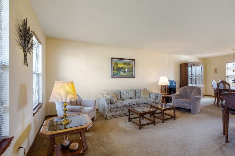 Real Estate Photography - 313 N. Southport Road, Mundelein, IL, 60060 - Living Room
