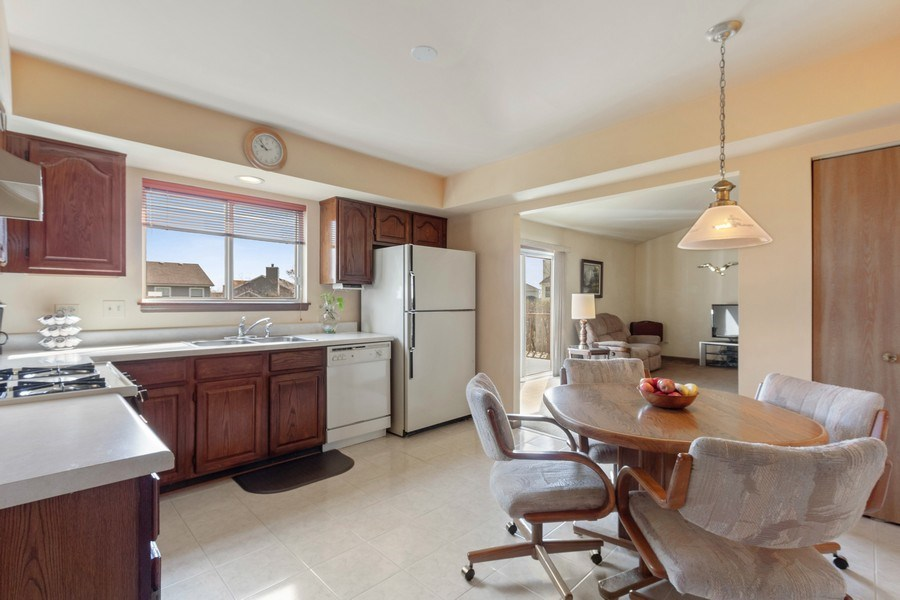 Real Estate Photography - 313 N. Southport Road, Mundelein, IL, 60060 - Kitchen