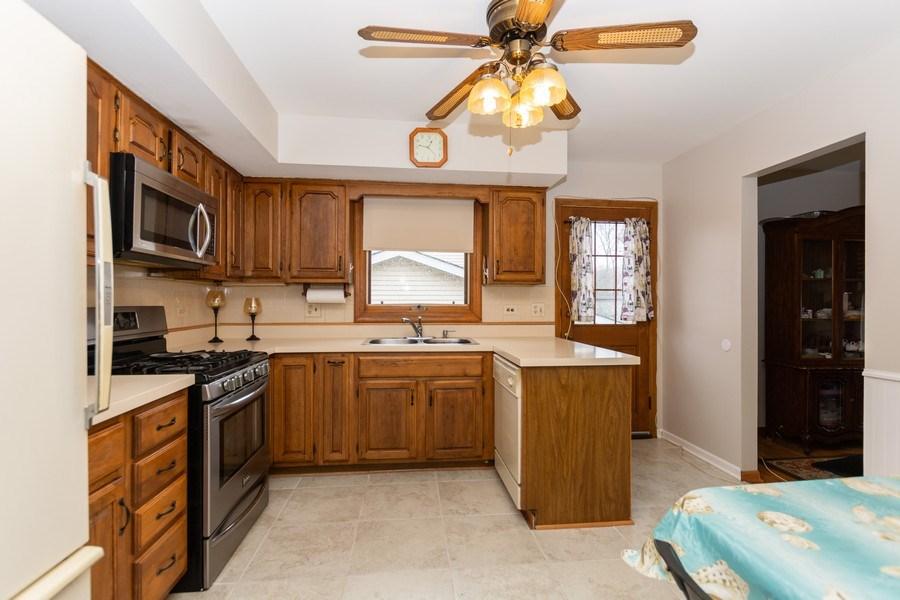 Real Estate Photography - 722 Maple Lane, Darien, IL, 60561 - Kitchen