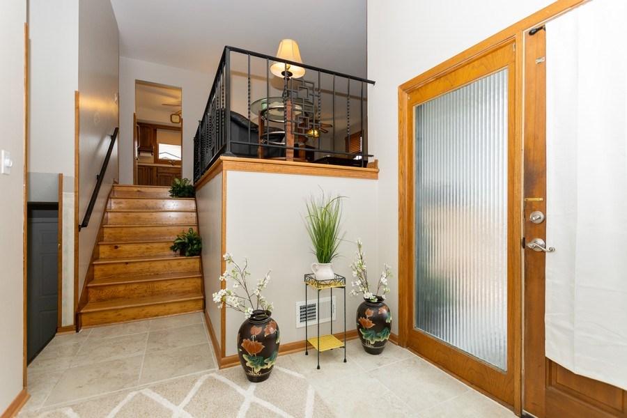 Real Estate Photography - 722 Maple Lane, Darien, IL, 60561 - Entryway