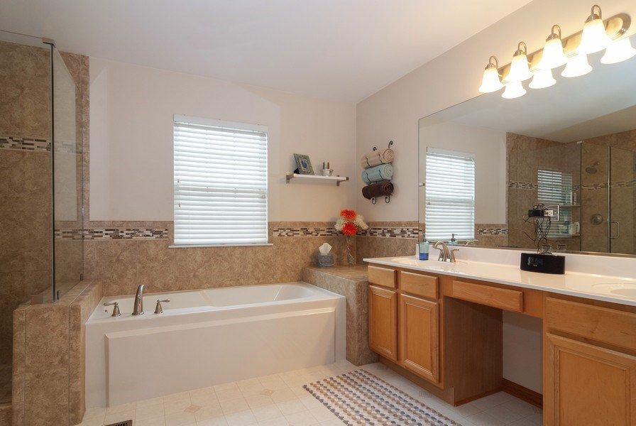 Real Estate Photography - 2472 Bayhill Court, Aurora, IL, 60503 - Master Bathroom