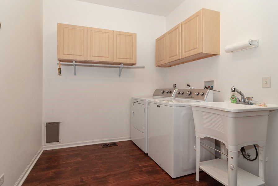 Real Estate Photography - 2472 Bayhill Court, Aurora, IL, 60503 - Laundry Room