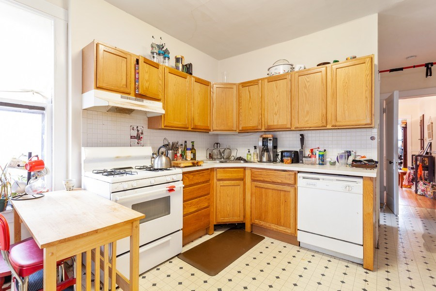 Real Estate Photography - 1134 S. Oak Park Avenue, Oak Park, IL, 60304 - Kitchen - Unit 1