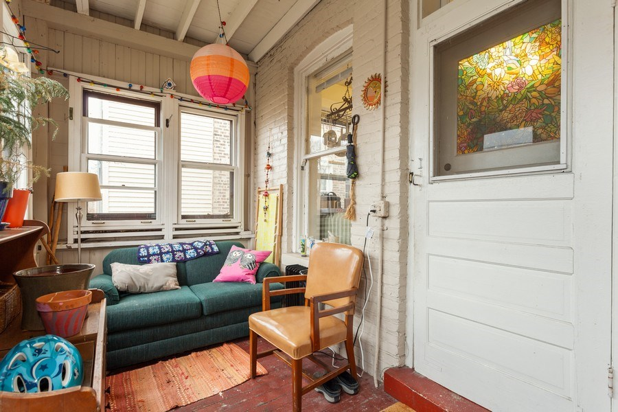 Real Estate Photography - 1134 S. Oak Park Avenue, Oak Park, IL, 60304 - Enclosed Porch  - Unit 1